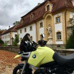 Vor der Schlossanlage in Ullstadt