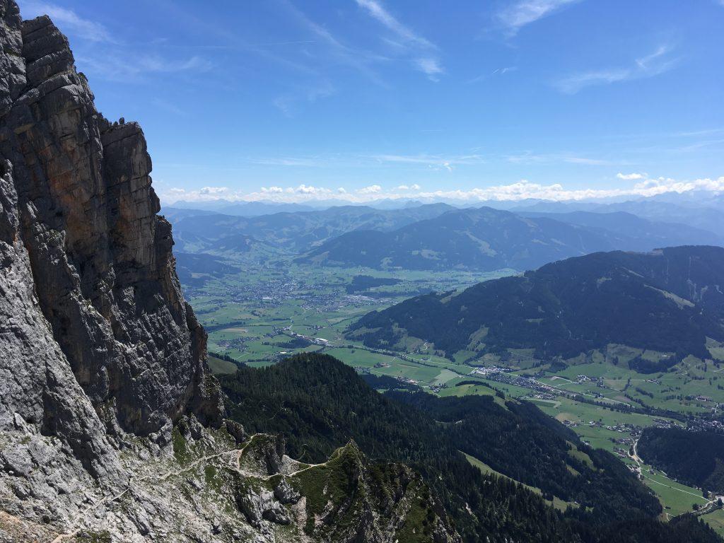 Blick nach Saalfelden beim Abstieg von der Passauer Hütte