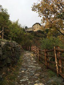 Aufstieg zum Schloss Juval