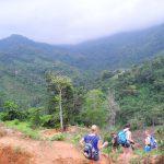 Bergauf und bergab am Tag 1 des Trekkings
