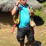 Unser Guide klärt uns über die Bräuche der Kogi auf
