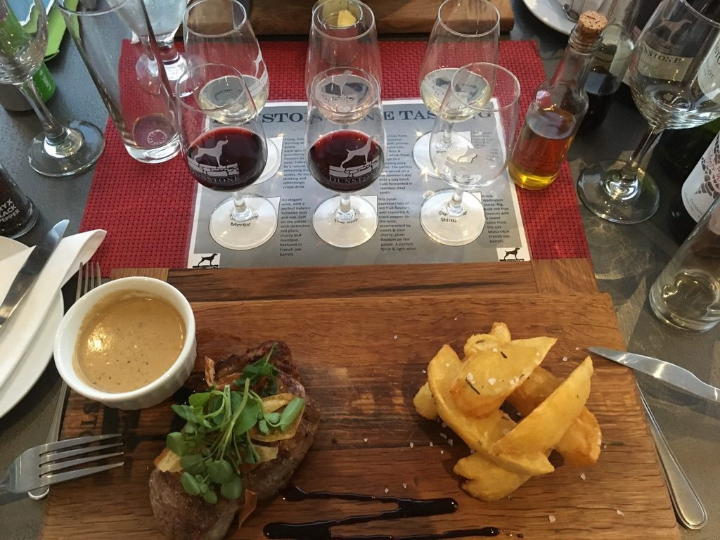 "Wine Tasting und Sirloin Steak im ""The Stone Kitchen"""
