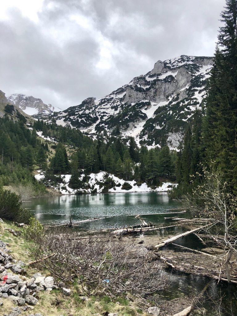 """Bergseen entlang des Fernwanderwegs """"Peaks of the Balkans"""""""
