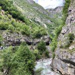 Auf schmaler Straße durch die Rugova-Schlucht