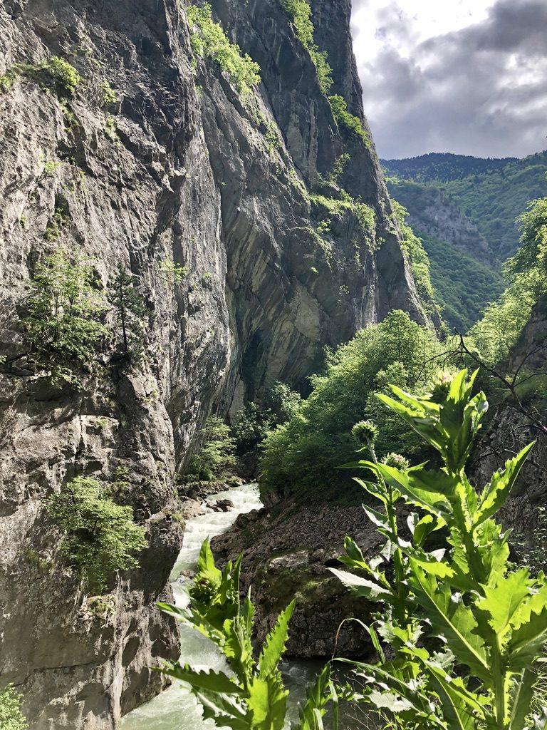 Senkrechte Wände in der Rugova-Schlucht