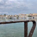 Alte Werfthallen im Hafen von Chania
