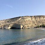 Frühmorgens ist der Strand von Matala noch menschenleer