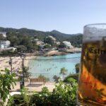 Essen mit Aussicht auf den Strand in Portinatx