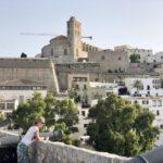 Blick von der Altstadt Mauer auf die Kathedrale Santa Maria de les Neus