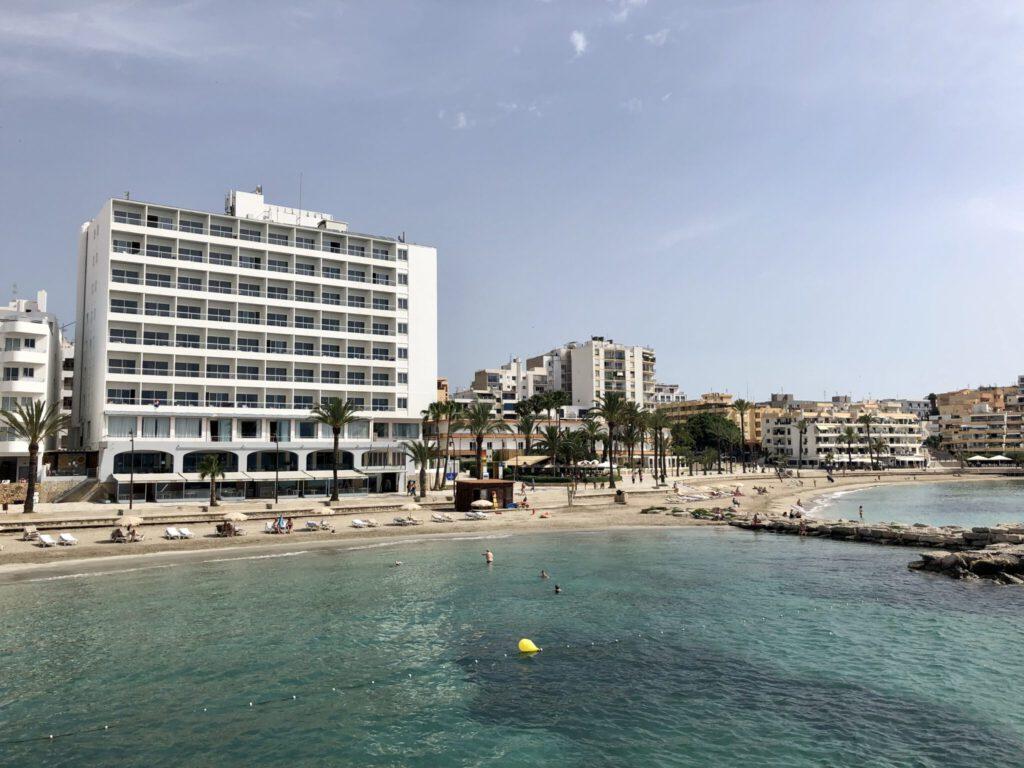 Hotel Ibiza Playa vom Boot aus gesehen
