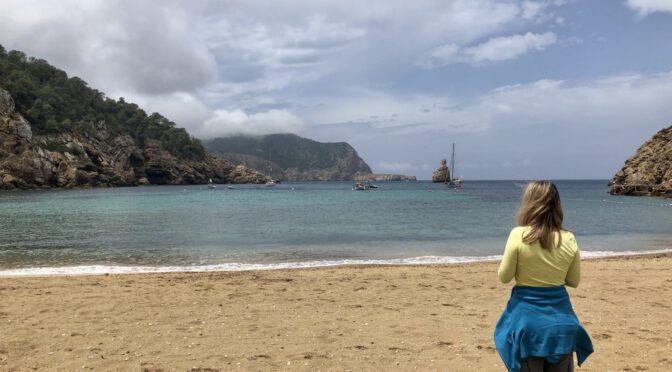Ibiza: Portinatx im Norden – Tourismus, Traumstrände und Steilküsten