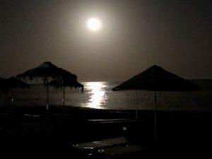 Agía Fotiá by Night