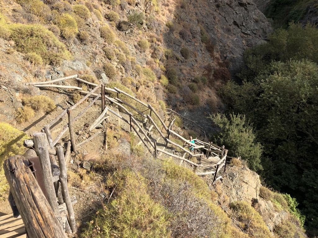 """Steile Treppe hinab zum """"Pool"""""""