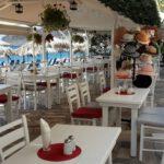 Nette Restaurants an der Strandpromenade in Mírtos